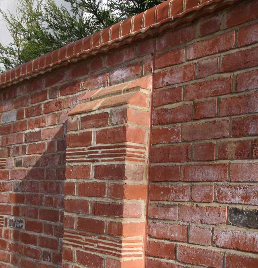a combination of plain tiles and creasing tiles add detail to this wall
